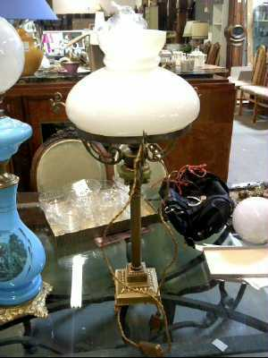 lampe de bureau opaline blanche d 39 occasion. Black Bedroom Furniture Sets. Home Design Ideas