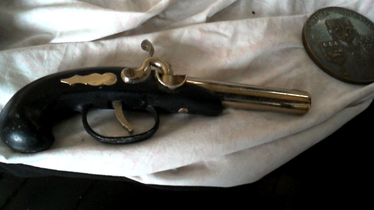 Decoration pistolet d 39 occasion for Pistolet decoration